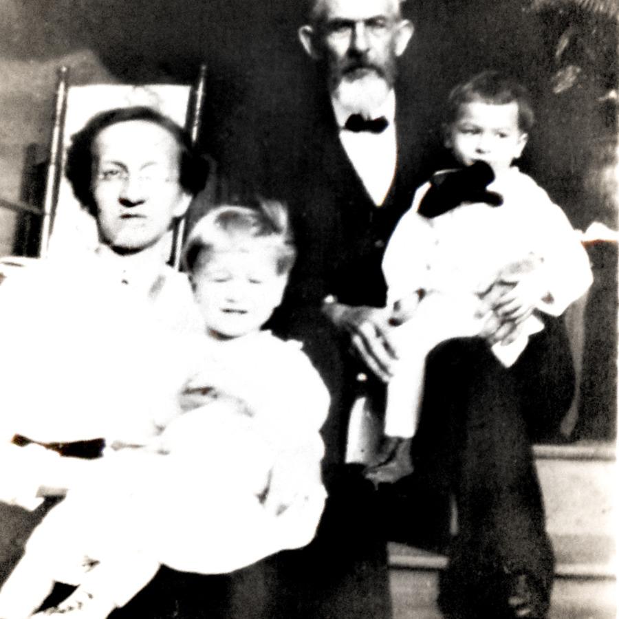 henryemmaandgkidsvignette1917.jpg